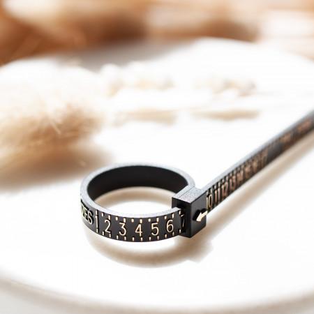 Ringmaßband zum Ermitteln der Ringgröße Test